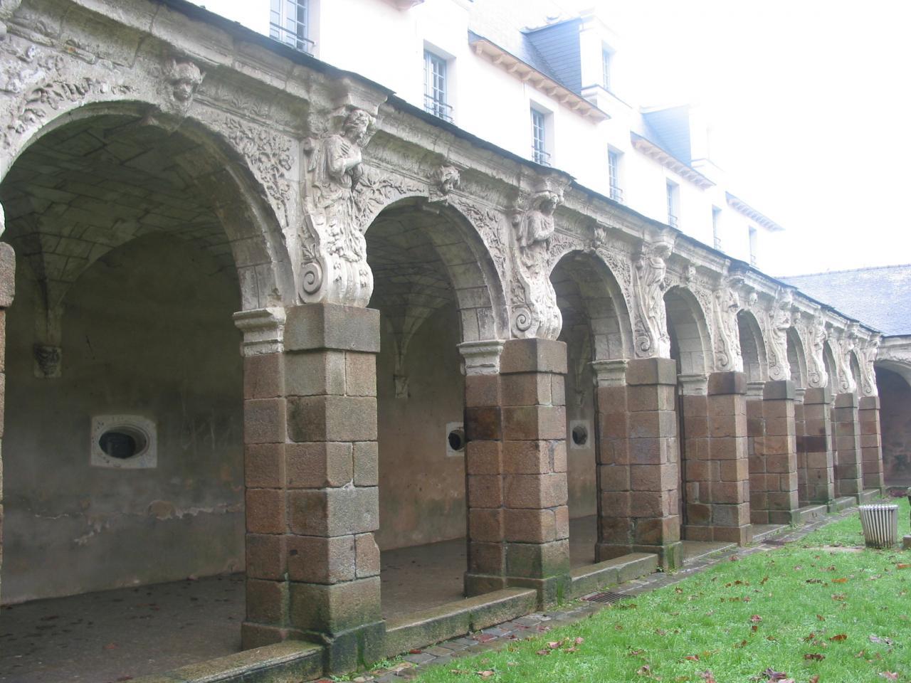 Cloître Saint-Melaine