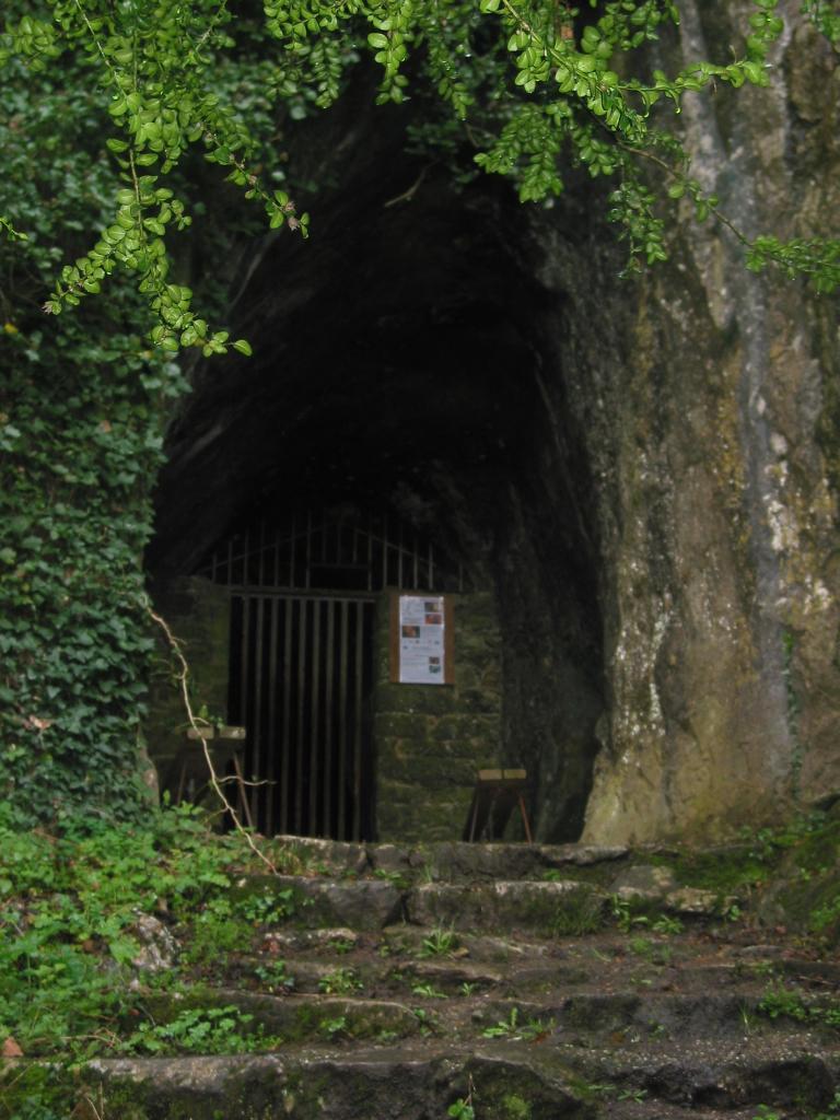 Entrée grotte de Rochefort