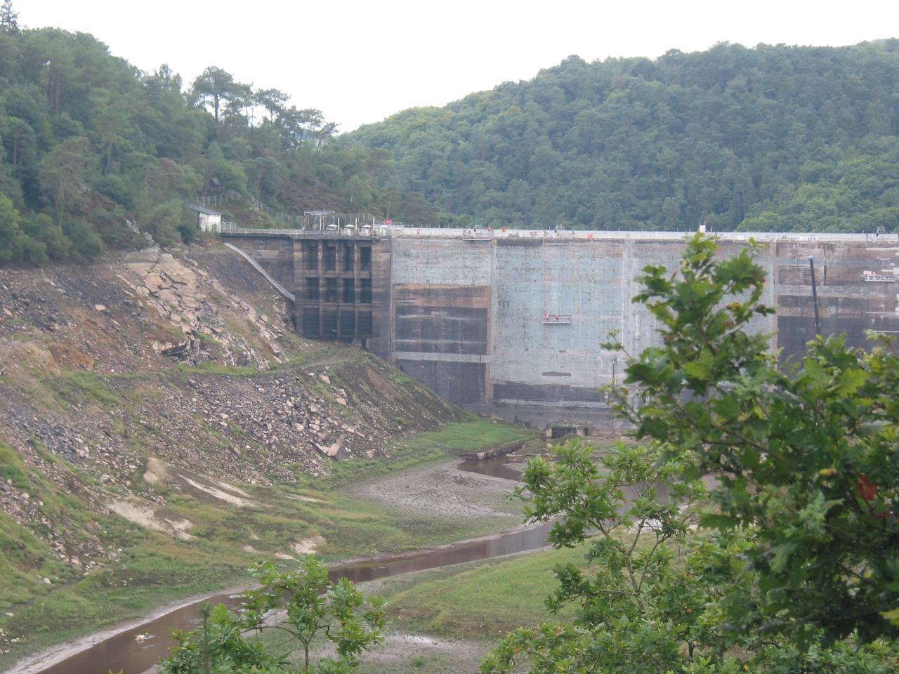Vue sur le barrage de Guerledan